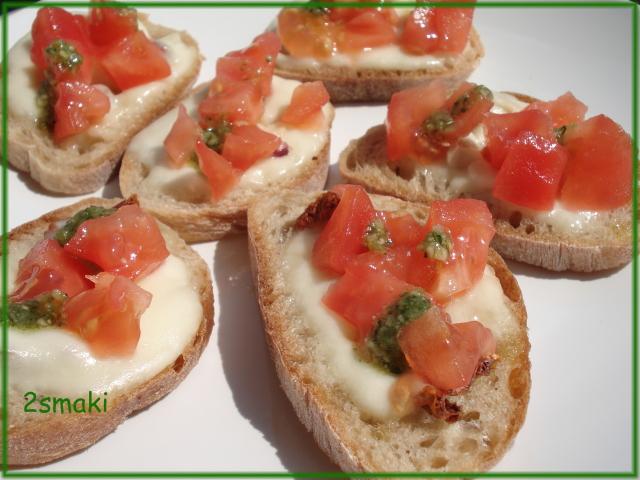 Bruschetta z mozarellą i pomidoarmi