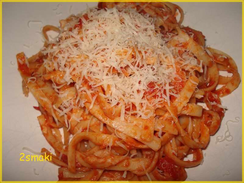 Linguine z sosem pomidorowym