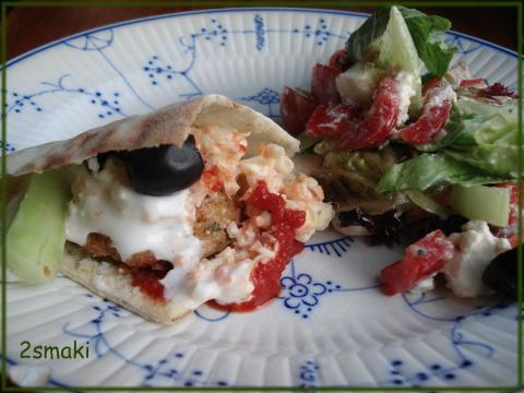 Pita z falafel i warzywami