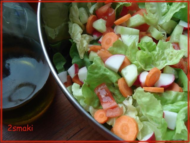 Sałata z sezonowymi warzywami