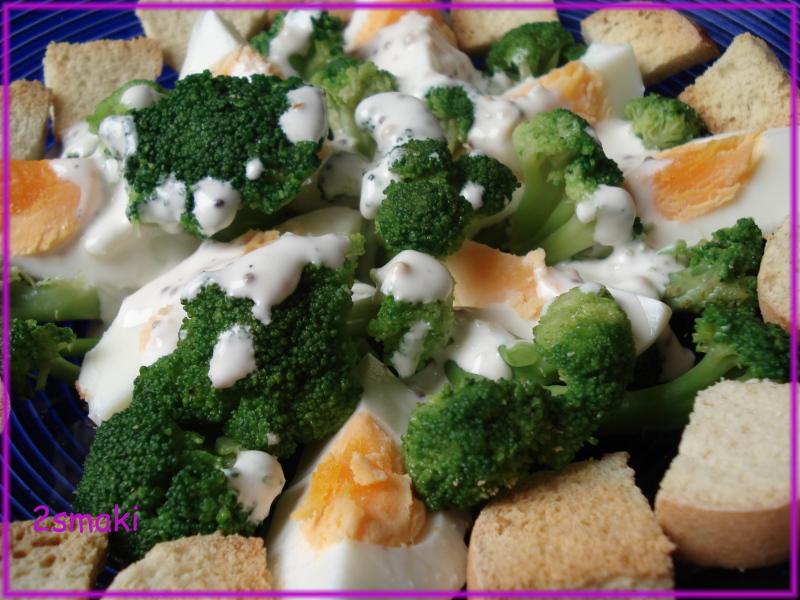 Sałatka z jajek i brokułu