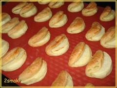 Ciasteczka półfrancuskie serowe z jabłkami