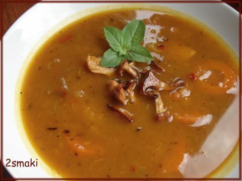 Jesienna zupa z dyni z kurkami