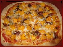 Pizza z dynią pieczoną, serem kozim, papryczką chili, orzechami i ziołami 4
