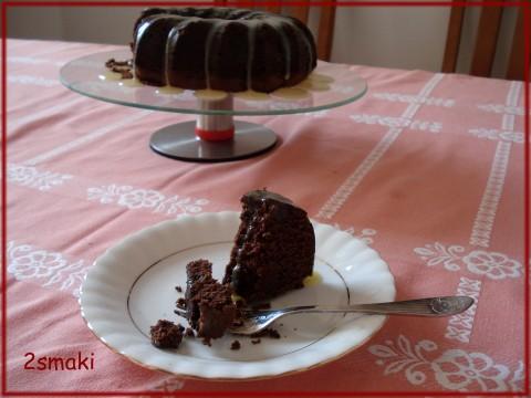 Babka czekoladowa z pyszną polewą z białej czekolady