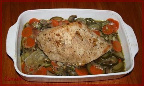 Pierś indyka z kardamonem i warzywami pieczona w rękawie