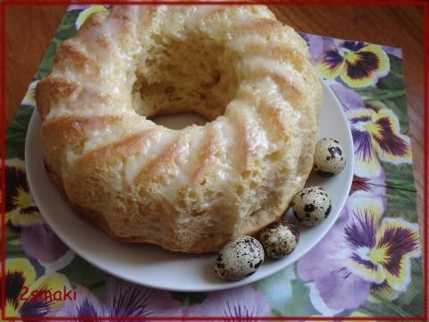 Wielkanocna babka drożdżowa o smaku cytrynowym