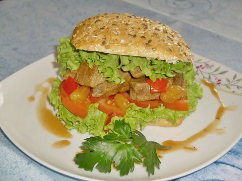 Gulasz z ligawy - kanapka