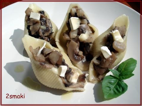 Conchiglioni (muszle) faszerowane szparagami z pieczarkami i kremem truflowym