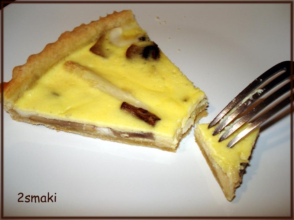 Tarta z białymi szparagami, pieczarkami i serem kozim