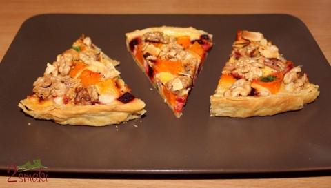 Tarta z pieczoną dynią, burakami, serem kozim, orzechami i migdałami
