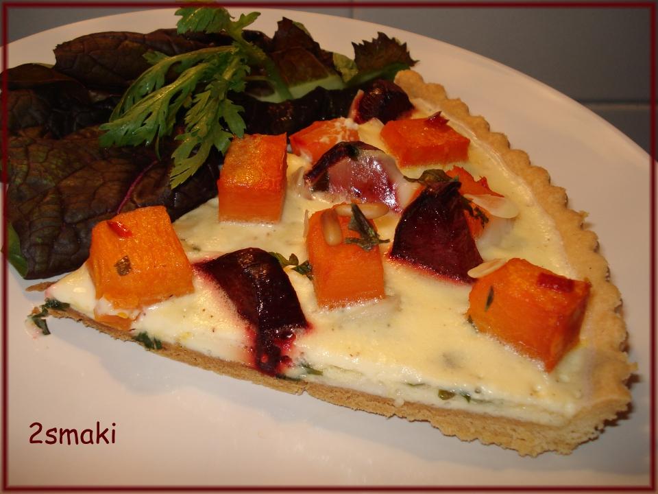 Tarta z pieczonymi burakami i dynią, migdałami, piniami i serem kozim