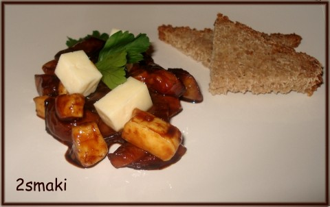 Pomidorki smażone z octem balsamicznym i miodem, podane z serem oscypkowym