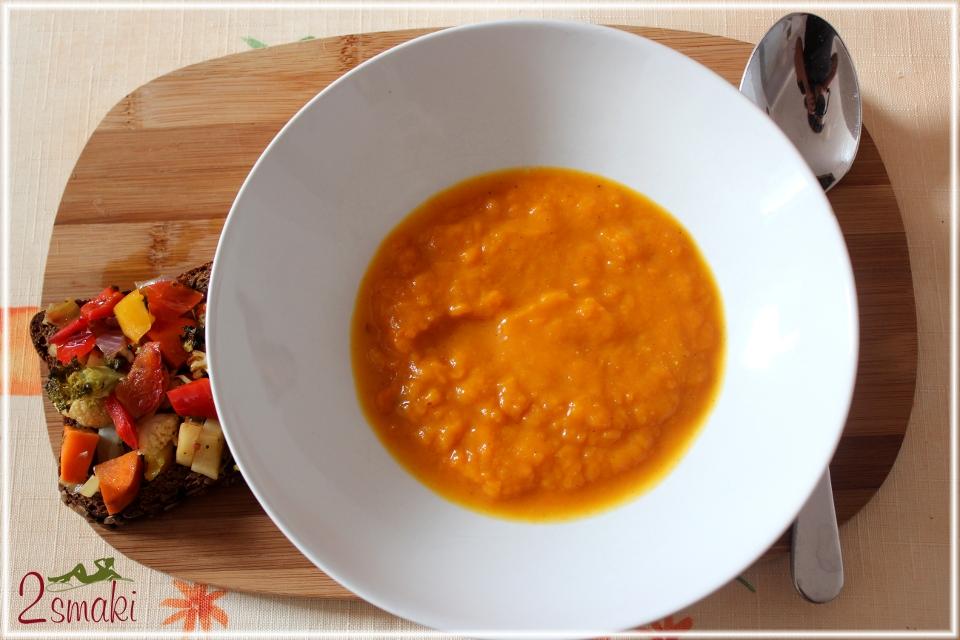 Zupa z dyni z cynamonem, curry i mlekiem kokosowym