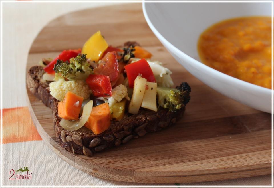 Grzanka z pieczonymi warzywami