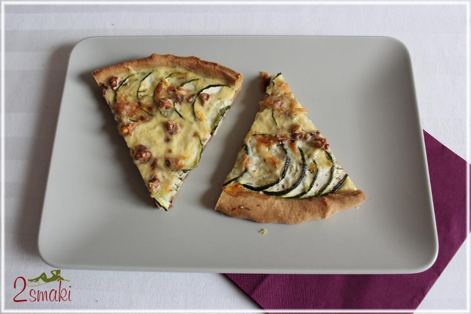 Tarta z cukinią, serem kozim i orzechami włoskimi