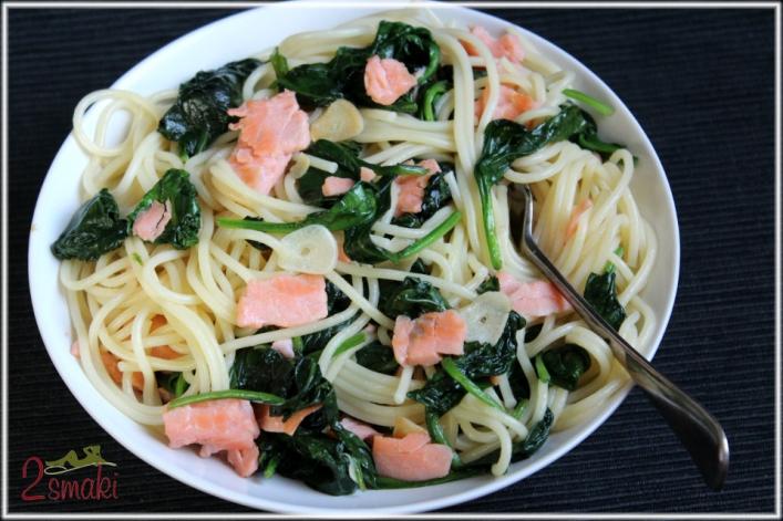 Spaghetti ze szpinakiem i łososiem