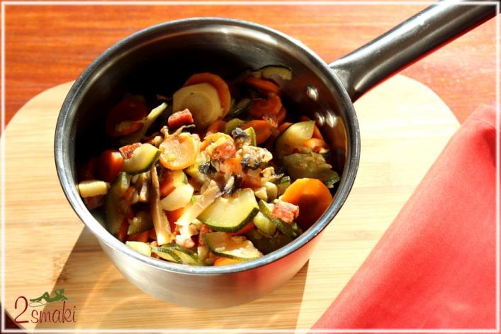 Warzywa duszone z kiełbasą i cebulą 0