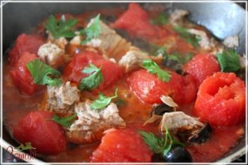 Czarny makaron z tuńczykiem i oliwkami 2