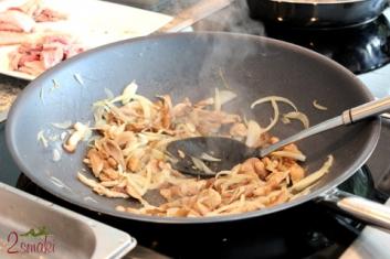 Borowiki z cebulą do polędwiczek