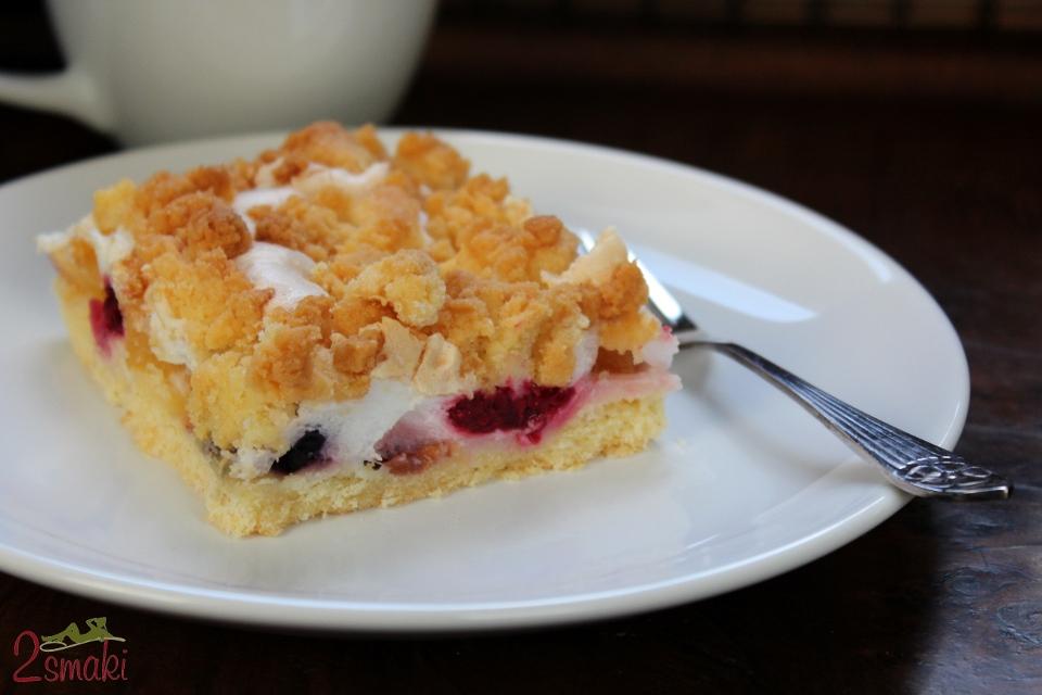 Ciasto z nektarynką, bezą i kruszonką