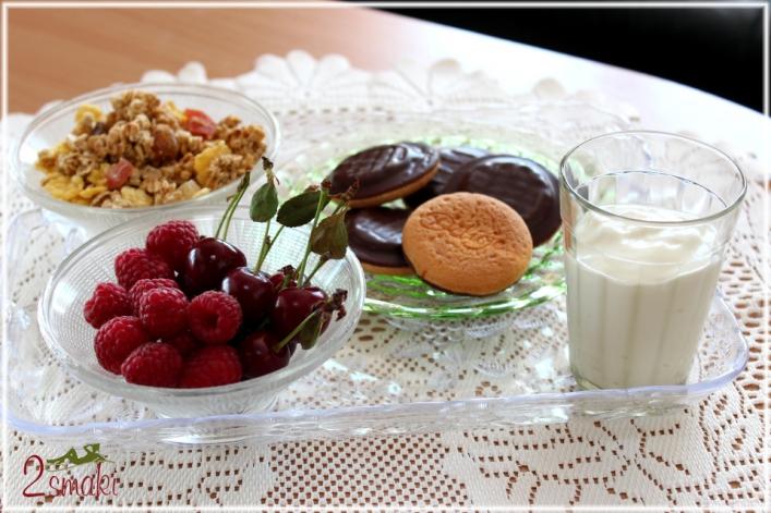 Jogurt domowy i dodatki