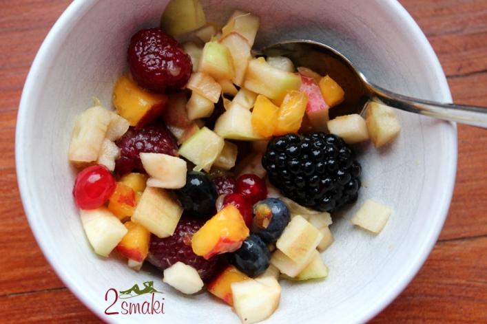 Sałatka owocowa przygotowana przez dzieci