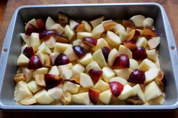 Ciasto z jesiennymi owocami, bezą i kruszonką 2