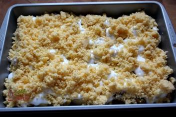 Ciasto z jesiennymi owocami, bezą i kruszonką 4