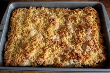 Ciasto z jesiennymi owocami, bezą i kruszonką 5