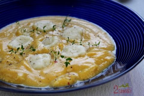 Zupa z dyni z maślanymi kluseczkami