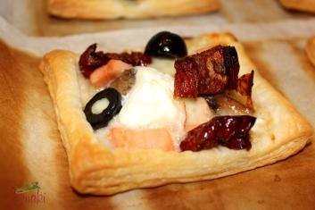 Minitarty francuskie z pieczarkami, łososiem i pomidorami suszonymi 2