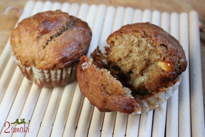 Muffiny razowe z białą czekoladą