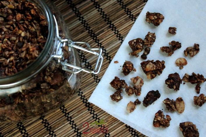Granola czekoladowa z bakaliami