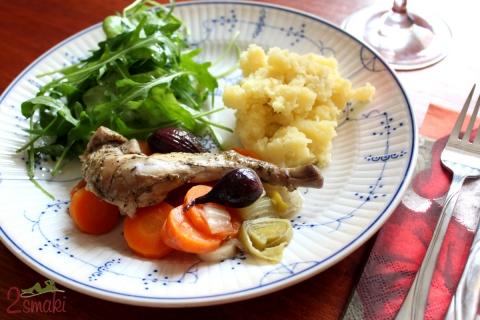 Królik pieczony z warzywami