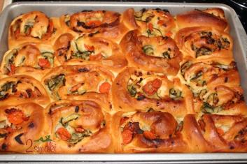 Pizza-roladki z cukinią, marchewką i porem 4