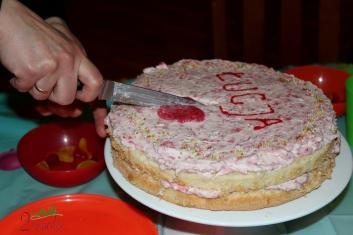 Tort waniliowy z masą truskawkową 00