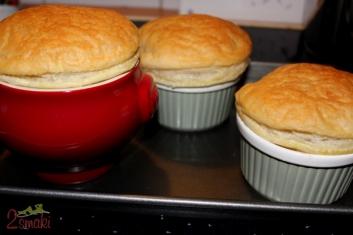 Zupa cebulowa zapiekana w cieście francuskim 7