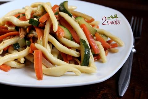 Makaron z warzywami i czosnkiem
