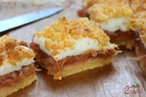 Ciasto kruche z rabarbarem i bezą