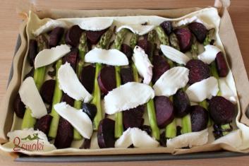 Zielone szparagi i buraki pieczone na cieście francuskim 1