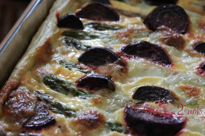 Zielone szparagi i buraki pieczone na cieście francuskim 4