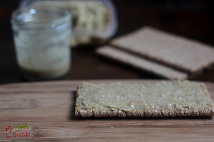 Hummus i tahini na pieczywie żytnim