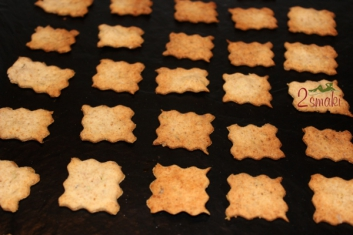 Krakersy pełnoziarniste z rozmarynem 3