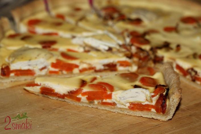 Tarta z marchewką, cebulą i serem z mascarpone i różowym pieprzem