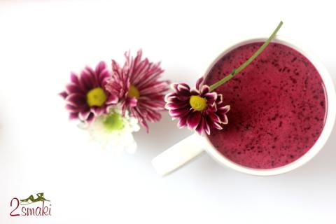 Koktajl jagodowo-porzeczkowy