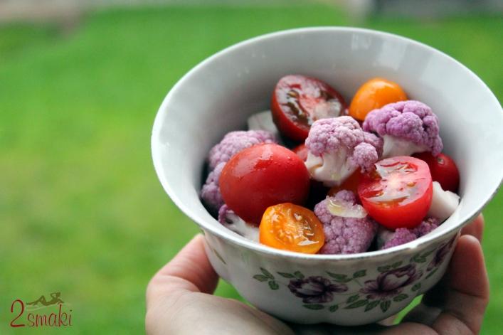 Sałatka z fioletowym kalafiorem