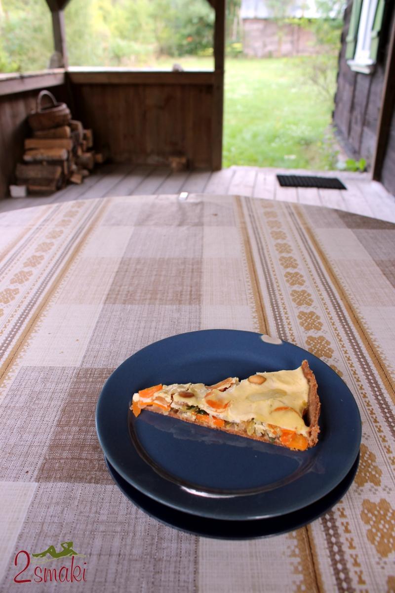 Tarta pełnoziarnista z warzywami i orzeszkami ziemnymi