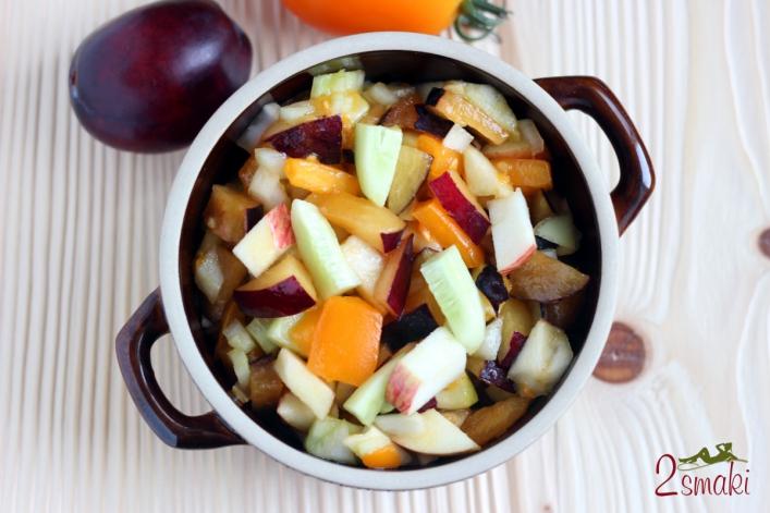 Sałatka owocowo-warzywna ze śliwkami 0
