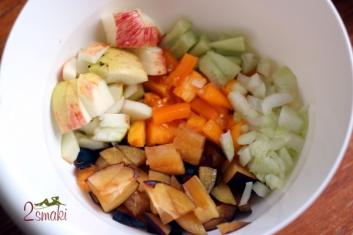 Sałatka owocowo-warzywna ze śliwkami 2